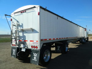 Tandem VS Spread Axle Trailers: What Should You Choose?
